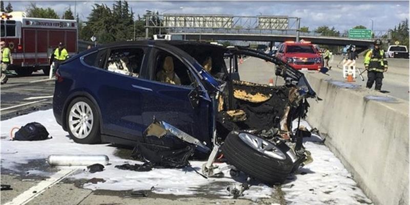 Sistema de condução autónomo da Tesla sob investigação americana