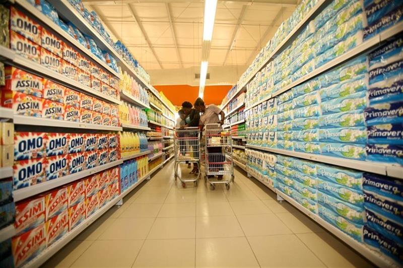 Preços aceleram em Agosto e inflação distancia-se da meta do Governo