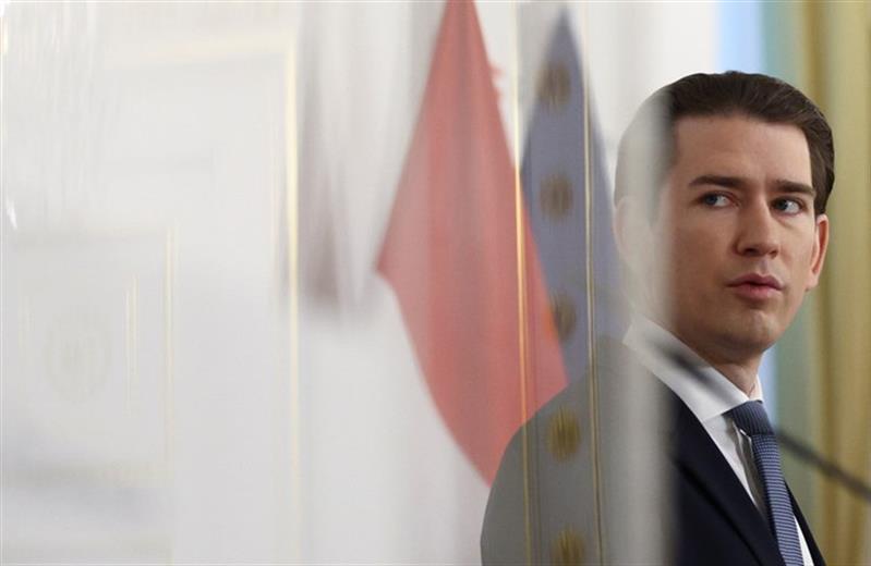 Chanceler austríaco demite-se devido a suspeitas de corrupção