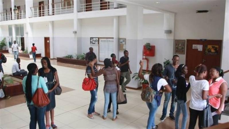 Estudantes querem incubadoras de empresas nas universidades