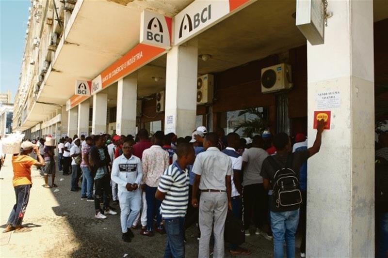 BNA temia fuga de depósitos dos bancos Mais e Postal para o estrangeiro