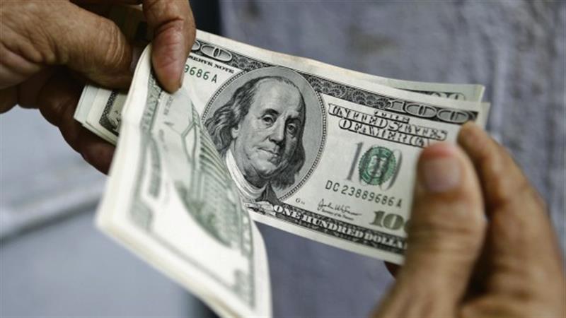 Dólar valoriza face à maioria das divisas